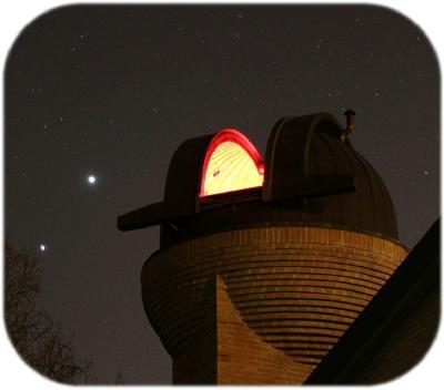 Giove e Venere accanto alla cupola dell'Osservatorio Astronomico