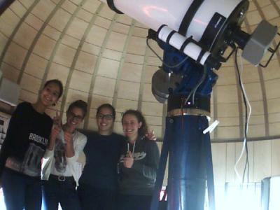 Studenti liceali all'opera nell'osservatorio astronomico