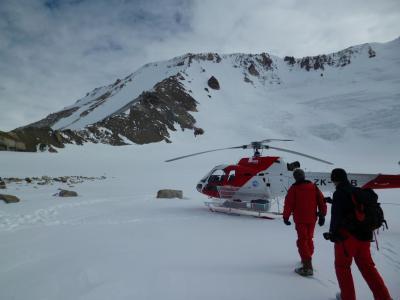 Antartide - Esplorazione geologica con elicottero ai piedi del Mt Queensland (Victoria Land - Antartide)